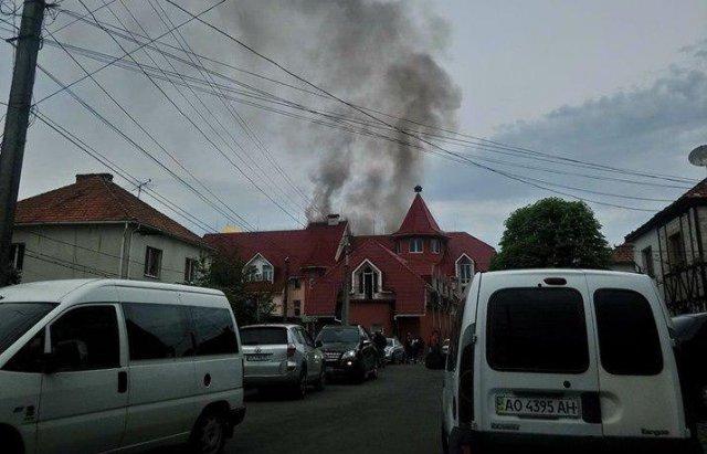 В Закарпатье пожар охватил отель нардепа Лунченк