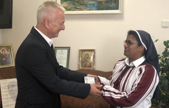 Сестра Лиджи из Индии стала гражданкой Украины