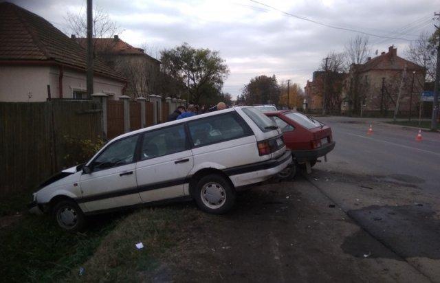 Подрезал на повороте: В Закарпатье спешка привела к ДТП