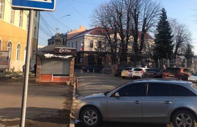 В центре Мукачево автохамы получили по заслугам