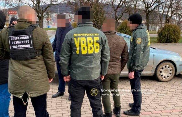 """За деньги продавал информацию: В Закарпатье силовики задержали на границе """"крысу"""" контрабандистов"""