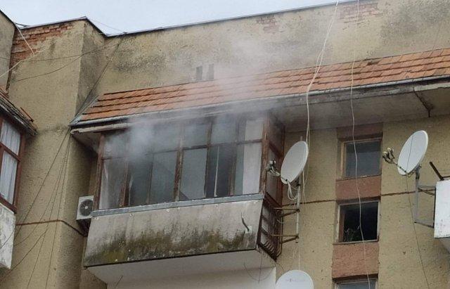 На Закарпатье квартиру в пятиэтажке охватил буйный огонь