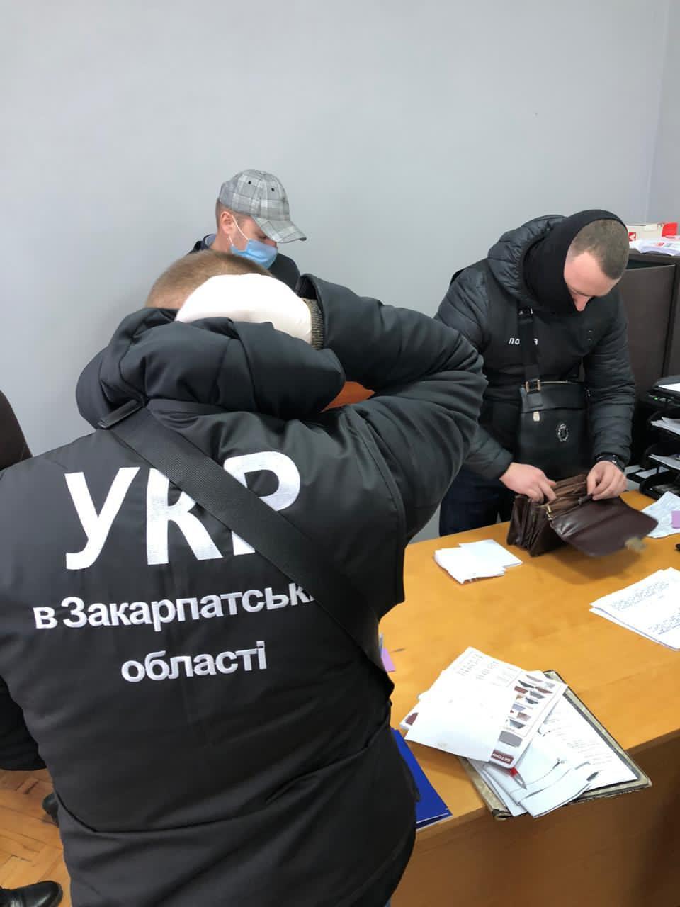 """Массовые обыски в Ужгороде: Директор рынка """"Краснодонцев"""" уже под прицелом полиции"""