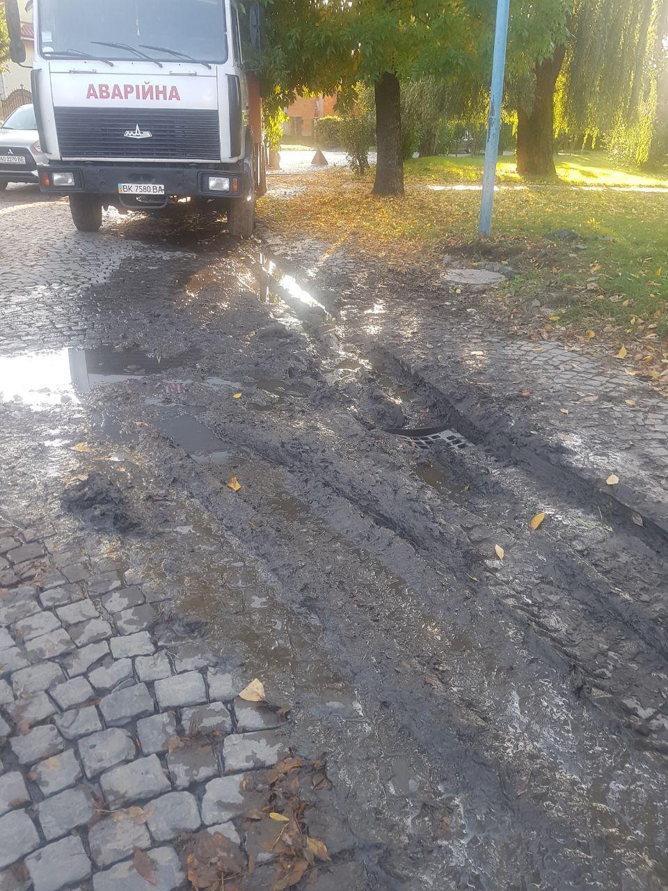 В Ужгороде аварийная Водоканала ликвидировала озеро на Лаборца