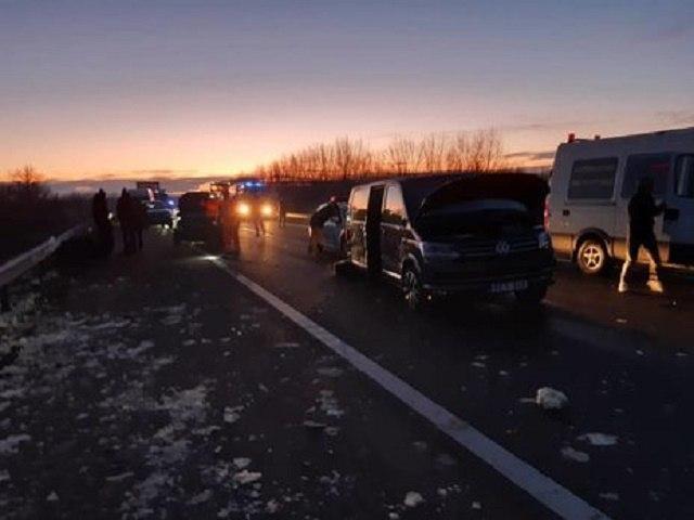 В смертельном ДТП в Венгрии столкнулось 5 авто среди которых был украинский микроавтобус