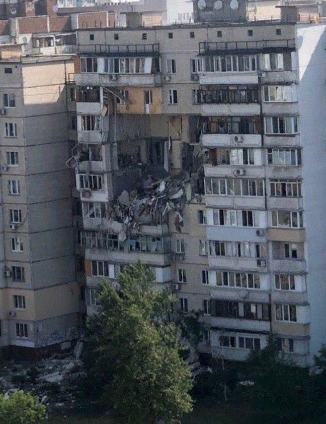 В Киеве на Григоренко мощный взрыв газа в многоэтажном доме