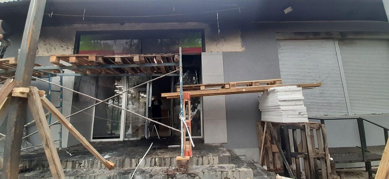 """Поджег супермаркета """"Alma"""" в Мукачево: Огонь задел больше, чем изначально казалось"""