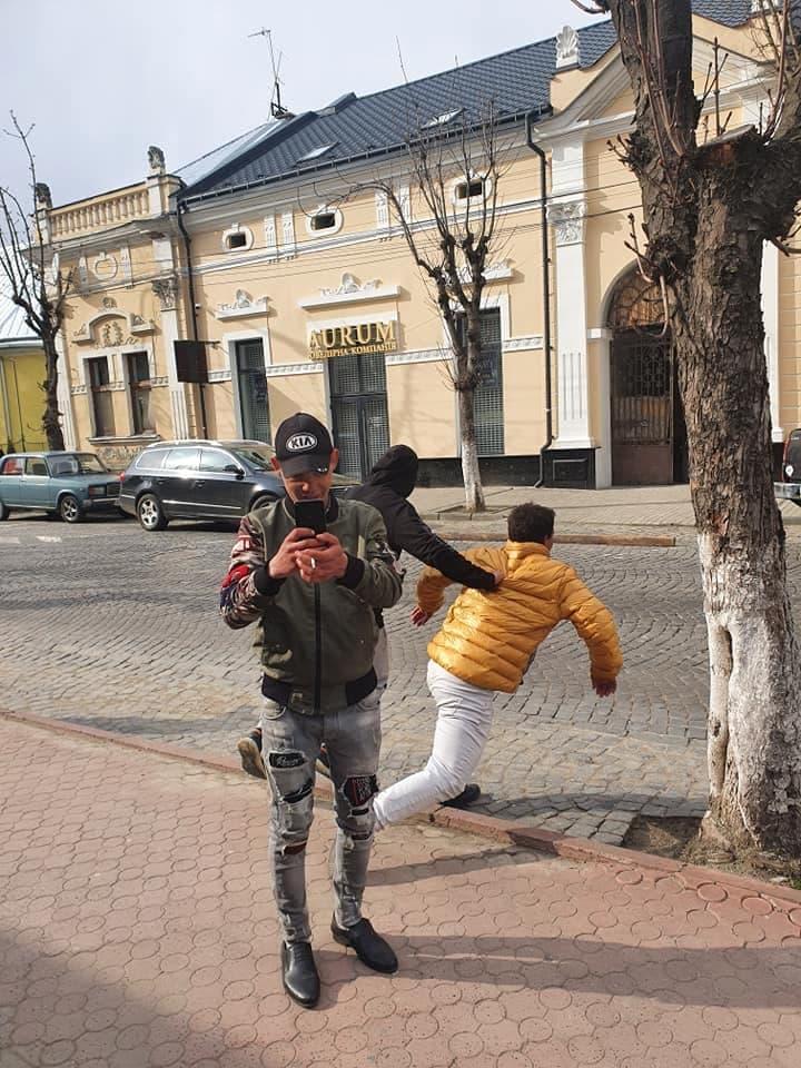 Соцсети в не себя от ярости: В Закарпатье поступок ромов выбесил жителей города