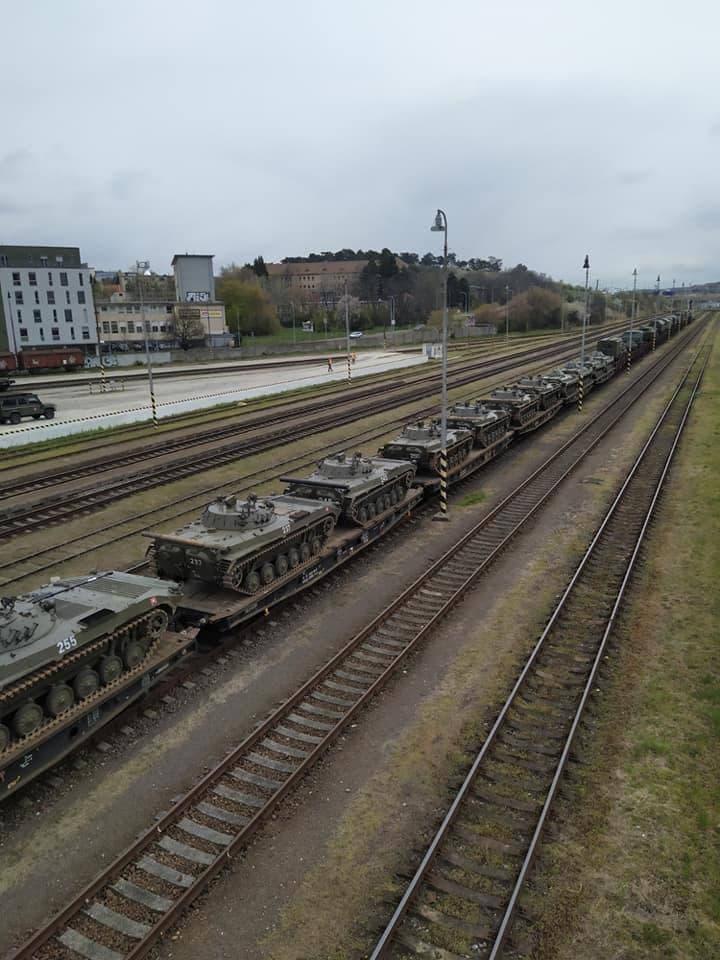 На одной из станций в Словакии заметили колонну танков, предположительно направляющихся в сторону Украины