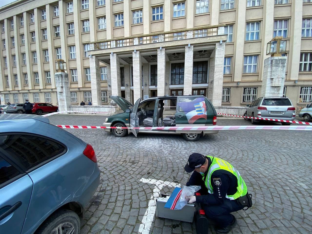 В центре Ужгорода горел автомобиль скандального активиста ! Поджог?