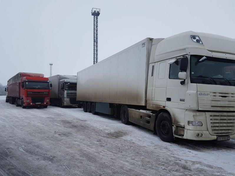 В Харьковской области застряли полторы сотни грузовиков, их не пропускают через украино-российскую границу