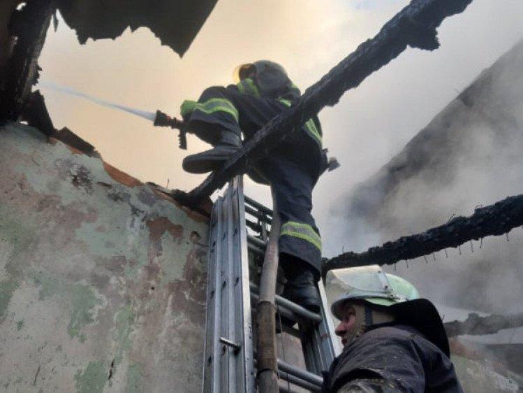 В Мукачево пожар разрушил дачным дом