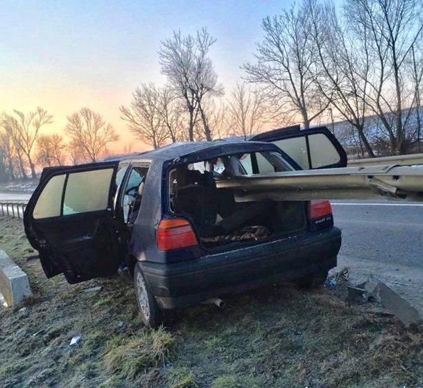 Смертельное ДТП под Львовом: отбойник насквозь прошил авто