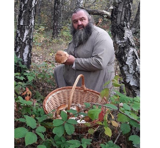 В Закарпатье монахи за один день собрали 35 кг грибов