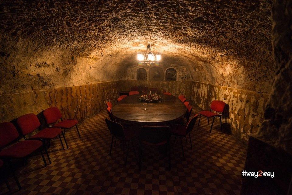 В наше время в этих подвалах «обитает» винзавод «Леанко»