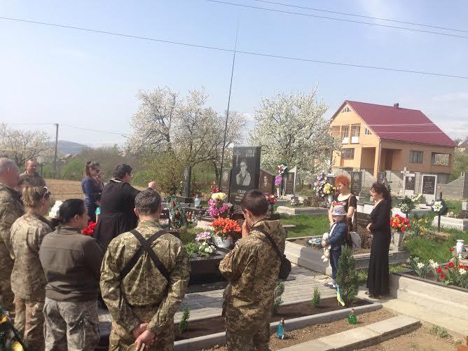 На мероприятие прибыли боевые побратимы Олега