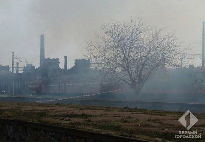 В Одессе горят складыУкрзализныци: Задействовано более полусотни пожарных