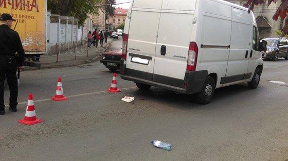 Автомобиль на пешеходном переходе сбил ребенка