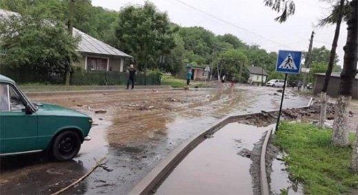 В Закарпатье обильные дожди привели к первым потопам