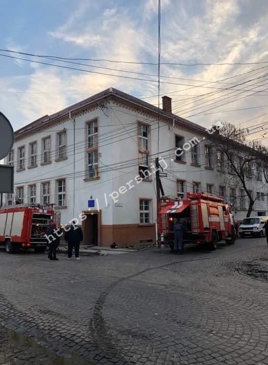 В Закарпатье среди бела дня горел политехникум