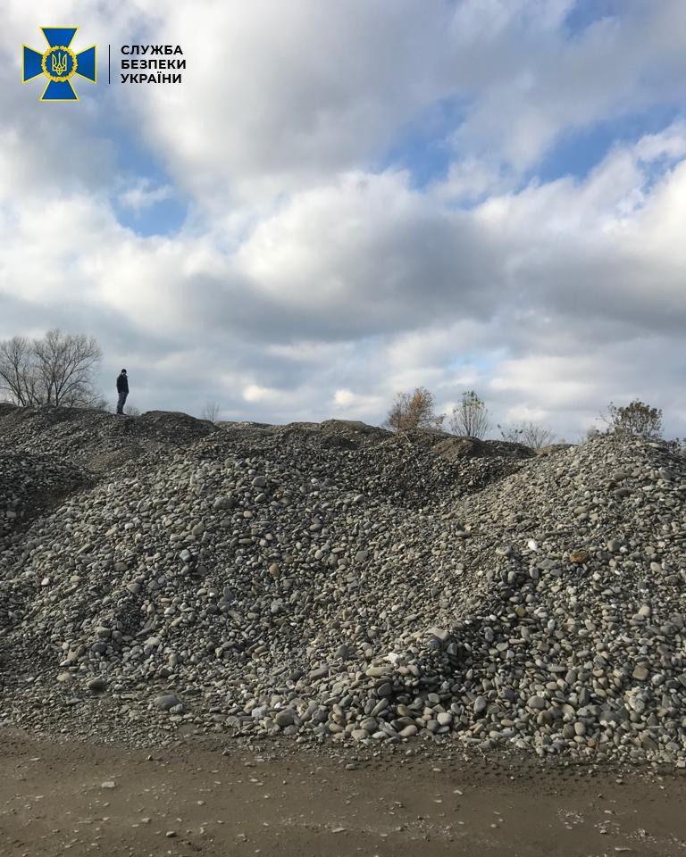 На Закарпатті налагодили незаконний видобуток гравію у водоохоронній зоні річки Теребля