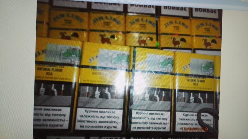 """Румын пытался вывезти из Закарпатья запрещенный предмет в коробке с под """"Роллтона"""""""