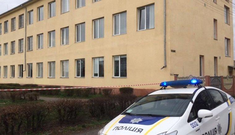 В Мукачево возле школы произошла настоящая криминальная война!