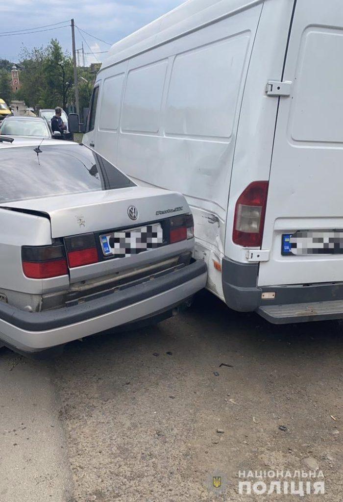 Масштабное ДТП в Закарпатье: Больше 4 пострадавших, автомобилям досталось