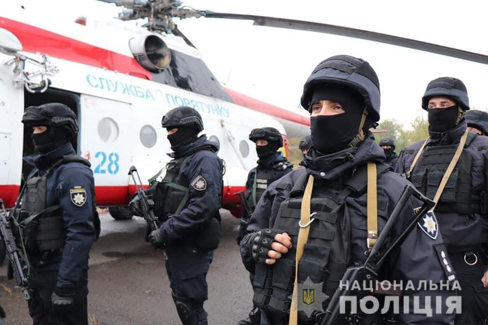 За выборами в Закарпатье следит вооруженный спецназ