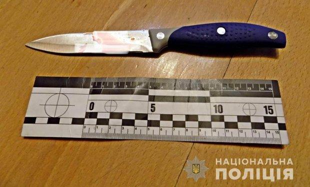 На Закарпатье в кафе 21-летний парень напал с ножом на клиента