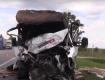 """На трассе """"Киев-Чоп"""" водитель и пассажиры застряли в пылающем автомобиле после столкновения с фурой"""