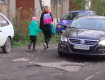 Школи й дитсадки в Ужгороді. Бездоріжжя, сміття та бродячі собаки