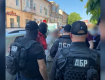 Не 180, а 250 тысяч: Подробности громкого задержания двух чиновников в центре Ужгорода
