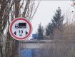Мешканці містечка Закарпаття на кордоні з Угорщиною: фури руйнують дорогу, будинки та їх здоров'я і спокій