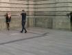 Еротична сесія невідомої дівчини прямо в центрі міста Лева