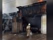 В Закарпатье пылают гаражи с автомобилями