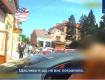 В Ужгороде таксист с полицейскими удивили прохожую женщину