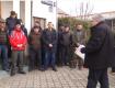 Массовый протест в Закарпатье: Толпа людей не дает директору попасть внутрь