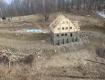Старый деревянный корпус здания туристического приюта уничтожил пожар