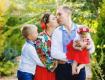 Вы можете добавить свое собственное семейное фото и стать частью семьи DG