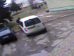 На видео видно как 4 школьников тащат девушку на старое кладбище