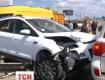 Автомобиль перелетел через металлическое ограждение и врезался в светофор