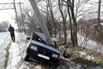 Авария в Закарпатье: ВАЗ влетел в электроопору, авто всмятку