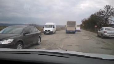В Закарпатье есть дорога, на которой водители двигаются в 5 полос