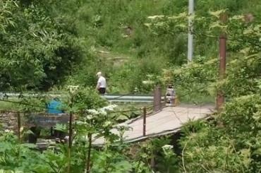 Опасные переправы через реки в Закарпатье