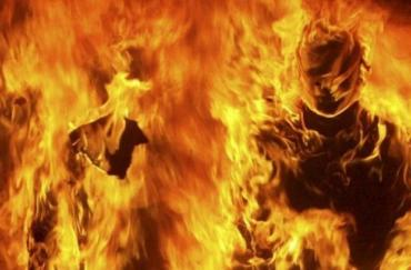 Лікарі Закарпаття не змогли врятувати життя чоловіку, який сам себе підпалив