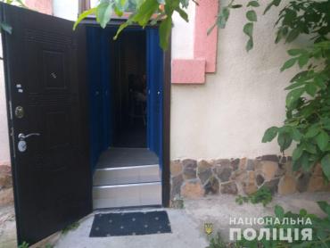 """На Закарпатье полицейские ворвались в """"гости"""" к владельцу нелегального бизнеса"""