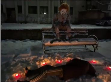 """Трупы, свечи и """"Оно"""": Соцсети буквально взорвал страшный клоун, который гулял в Мукачево"""
