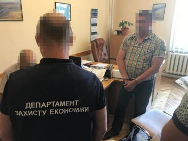 """В Закарпатье начальник водного хозяйства """"Тиса"""" любил взять """"на лапу"""""""