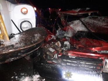 Погибла пассажирка: Полицейские опубликовали жуткие фото с места смертельного ДТП в Закарпатье
